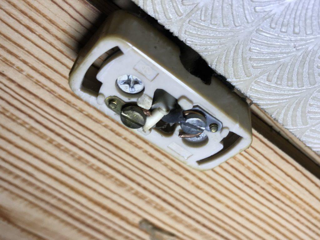 取り付けできない配線器具「端子が露出」している引掛シーリング