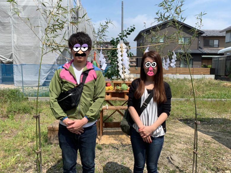 地鎮祭で記念撮影をする夫婦