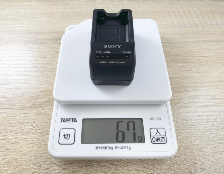 電子スケールでBC-TRWの重さを測っている様子