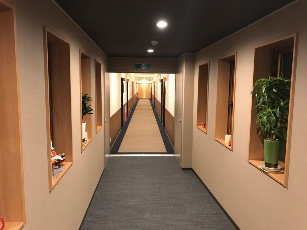 緑風荘、客室までの廊下